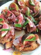 Crostini with Fig, Prosciutto & Mint