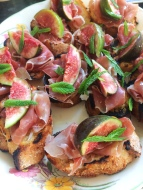 Crostini with Fig, Prosciutto & Mint